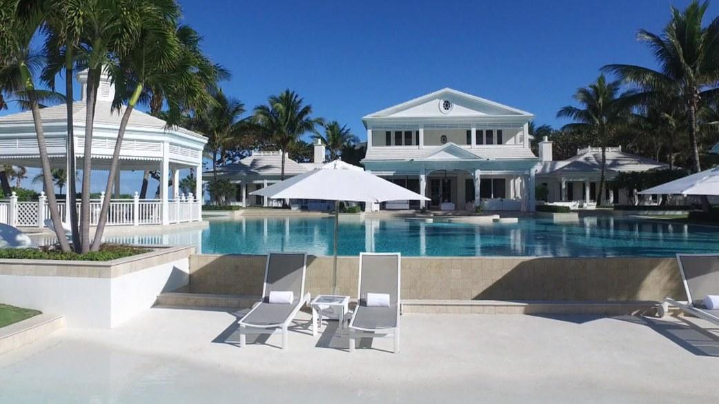 Tour celine dion 39 s ultra lavish florida estate for Celine dion jupiter island home for sale