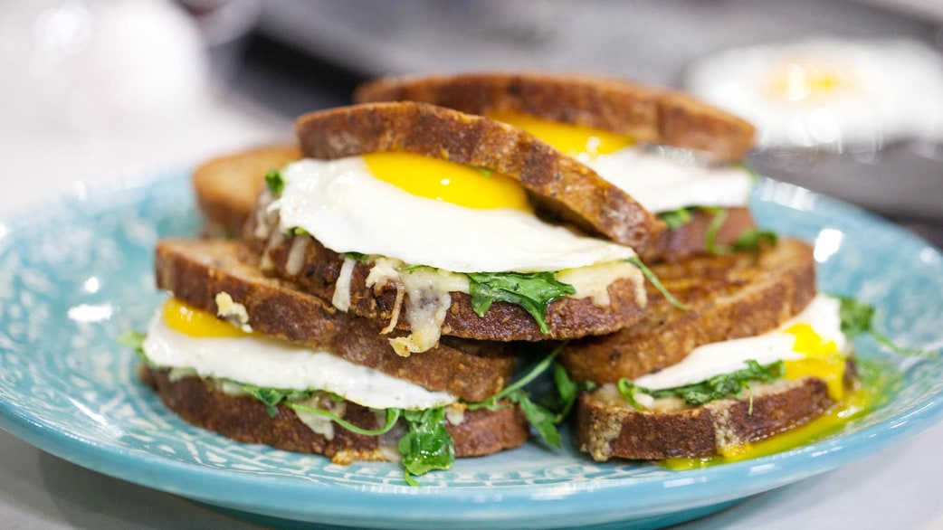 The ultimate breakfast sandwich: A fried egg with bacon ...