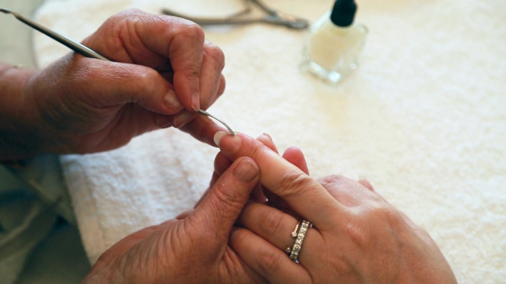 How to give yourself a home manicure that looks like you went to how to give yourself a home manicure that looks like you went to the salon today solutioingenieria Image collections