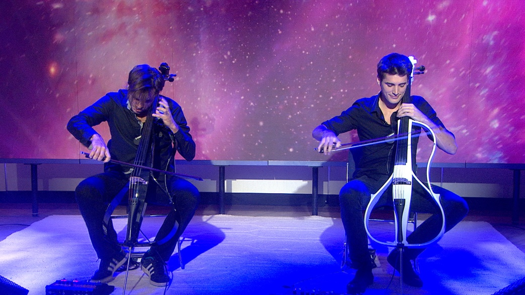 See 2Cellos perform 'Thunderstruck'