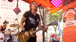 By viewers' choice, Keith Urban sings 'Long Hot Summer'