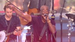 Darius Rucker sings 'Wagon Wheel' on the TODAY plaza