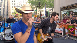 Dustin Lynch performs 'Hell of a Night' on TODAY