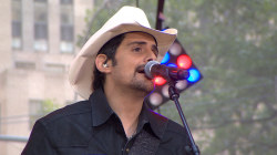 Brad Paisley is 'Crushin' It' on the TODAY Plaza