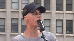 Oh 'Baby!' Justin Bieber performs acoustic throwback song
