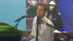Andrew McMahon performs 'Cecilia and the Satellite'