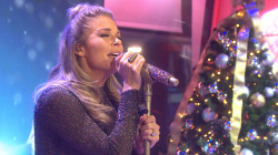 LeAnn Rimes sings new holiday hit 'TODAY is Christmas' live