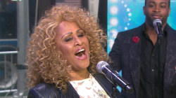 Darlene Love sings 'A Marshmallow World'