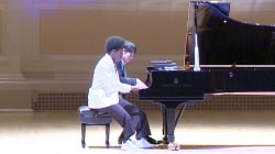 Self-Taught Pianist Born With 4 Fingers Makes His Carnegie Hall Debut