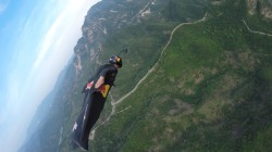 'Human Arrow' Pulls Off Wingsuit Stunt Over Great Wall of China