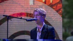 Tom Odell performs 'Magnetised' live on TODAY
