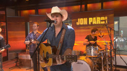 Jon Pardi performs 'Head Over Boots' live on TODAY