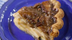 Rustic apple pie: Elizabeth Chambers makes it easy as you know what!