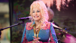 Watch Dolly Parton perform '9 to 5' live on TODAY