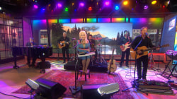 Dolly Parton performs 'Coat of Many Colors' on TODAY