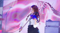 Watch Lindsey Stirling play electric violin (while dancing!) on TODAY