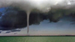 See Giant Waterspouts Appear on Qinghai Lake, China