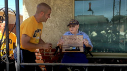 Navy crew serenades 98-year-old WWII veteran with 'Anchors Aweigh'