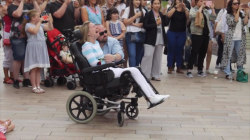 Husband orchestrates flash-mob surprise for wife who has MS