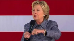 Clinton Rallies in Iowa as Early Voting Begins