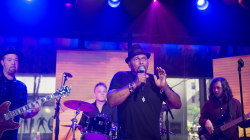 Aaron Neville sings 'Hard to Believe' live on TODAY