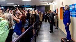 Crowd turns its back on Hillary Clinton to capture selfies