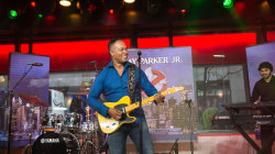 Watch Ray Parker Jr. perform original 'Ghostbusters' theme live on TODAY
