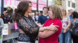 Tearful cancer-fighting mom gets big plaza surprise: Her family AND hero Lynda Carter