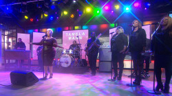 Watch Tamela Mann perform 'One Way' on TODAY