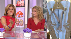 What colors are those flip-flops? Kathie Lee says…