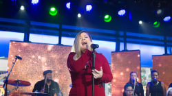 See Kelly Clarkson perform a moving rendition of 'White Christmas' live on TODAY