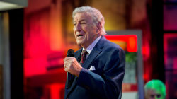 Watch Tony Bennett perform 'I'll Be Home for Christmas' live on TODAY