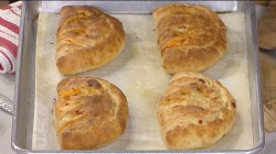 Quick, delicious Buffalo chicken calzones: Al Roker shows how