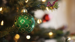 When should you take down Christmas decorations: Before the new year or after?