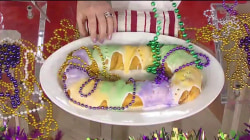 Kathie Lee and Jenna Bush Hager celebrate Mardi Gras (with king cake!)