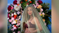 Beyoncé Announces She's Pregnant With Twins