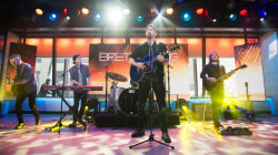 Watch Brett Young sing 'Sleep Without You' on TODAY