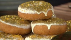 Glittery doughnuts and other last-minute Oscar party ideas