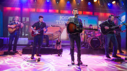 Watch Josh Turner sing 'Hometown Girl' live on TODAY