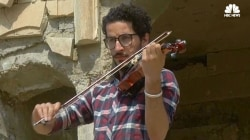 Iraqi Violinist Plays Concert in Defiance of ISIS