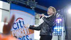 Barry Manilow performs 'New York City Rhythm / On Broadway' on TODAY