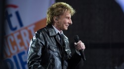 Barry Manilow performs his classic hit 'Daybreak' live on TODAY