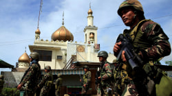 Army Battles to Oust ISIS-Linked Fighters Besieging Philippines City