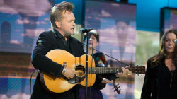See John Mellencamp and Carlene Carter sing 'Pink Houses' live on TODAY