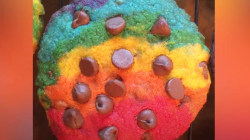 Rainbow chocolate chip cookies are here to dethrone rainbow bagels