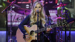 Country music artist Jessie Chris performs 'Burn' live on TODAY
