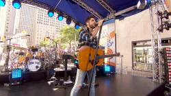 See Thomas Rhett sing 'Star of the Show' live on the TODAY plaza