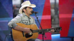 Brad Paisley sings 'I'm Gonna Miss Her (The Fishin' Song)' live on TODAY