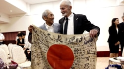 World War II vet returns fallen enemy's flag to Japan after 70 years