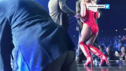 Britney Spears gets rushed on stage, caught on camera